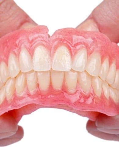 videntis-stomatolog-zagreb_totalne-proteze_zubna-protetika_foto-1-1