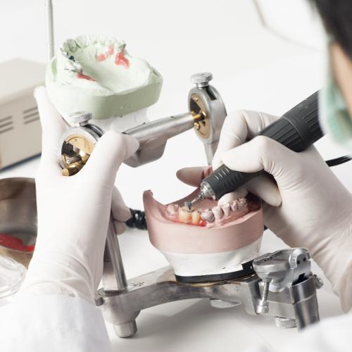 Zubotehnički laboratorij za izradu zubne protetike